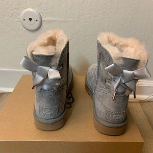 NIB UGG Dixi Flora Perf Boots